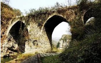 贵州省福泉葛镜桥堪称中国古代名桥,为西南桥梁之冠